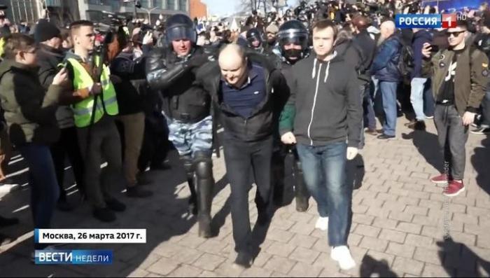 В Смоленске организатора митинга на мероприятие «не пустила мамка»