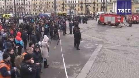 В Петербурге На «Площади восстания» обнаружено и обезврежено самодельное взрывное устройство