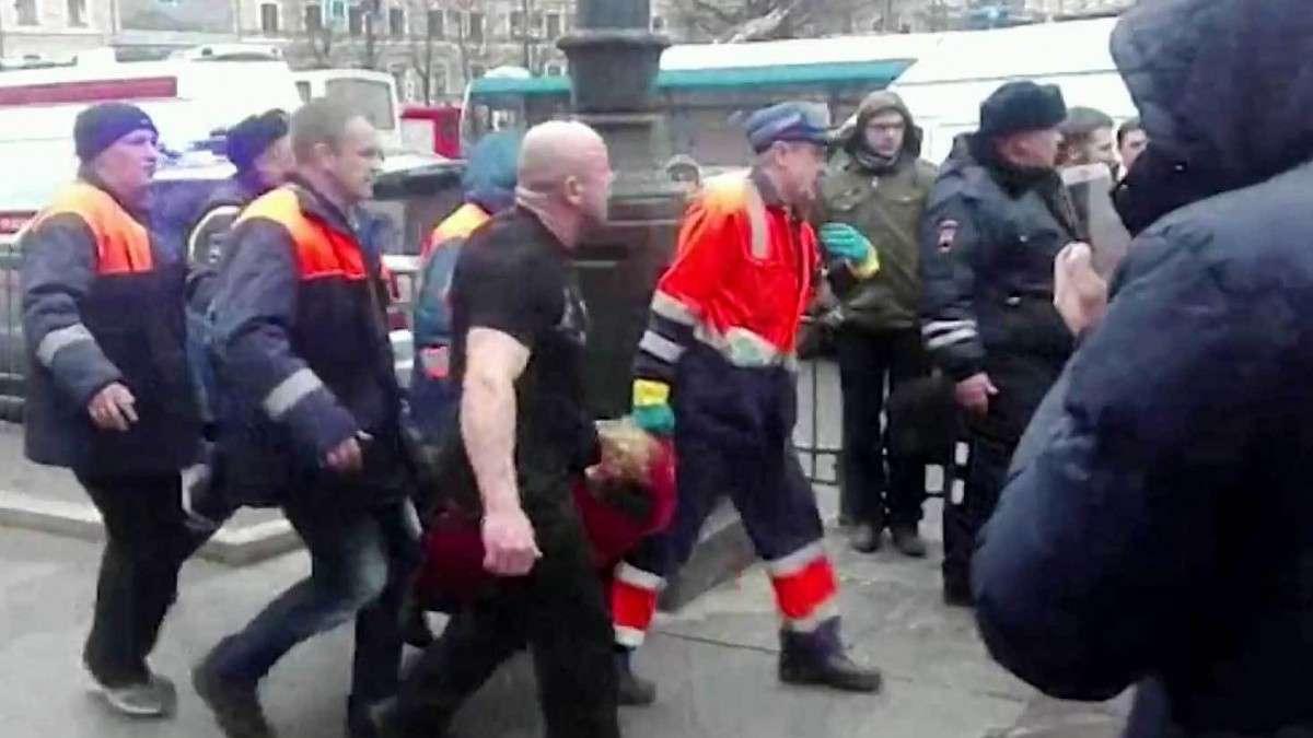 В Петербурге объявлен траур. Город скорбит по жертвам теракта в метро