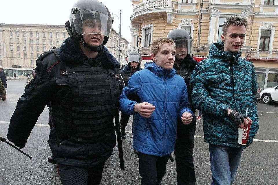 Кремль попросил не наказывать нерадивых школьников и студентов за участие в митингах