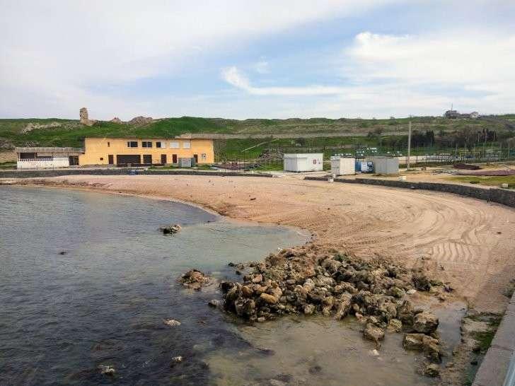 В Севастополе на пляже «Солнечный» появился забор и частная охрана