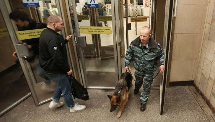 Петербург: гранату с запалом и следами тротила нашли в метро