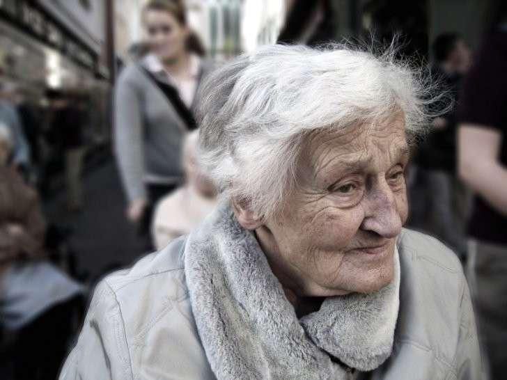 Сегодня, будучи в магазине, обратил внимание на бабушку… жизнь, истории, пенсионеры, старость
