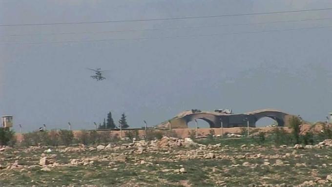 Россия перебросила вертолёты на Шайрат, а сирийцы уже возобновили полёты с обстрелянного аэродрома