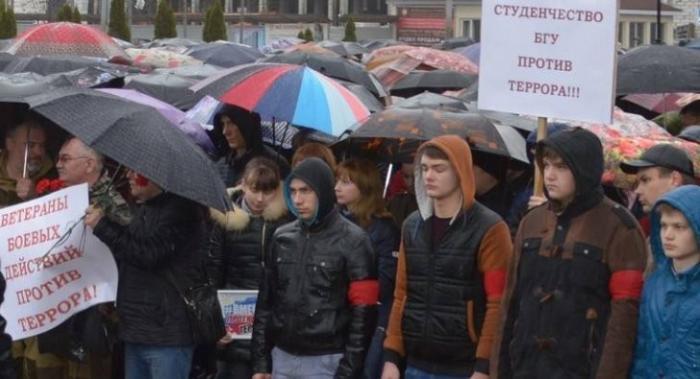 Брянск: антитеррористический митинг собрал 5 тысяч человек несмотря на проливной дождь
