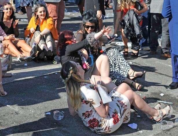 Лондон: шокирующие кадры «цивилизованного» отдыха британских ледей