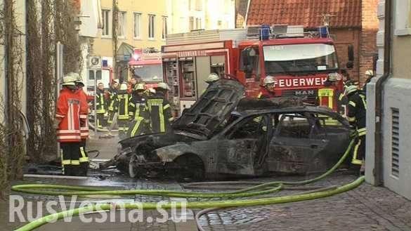 Автомобиль протаранил ратушу вГермании, здание загорелось (ФОТО, ВИДЕО) | Русская весна
