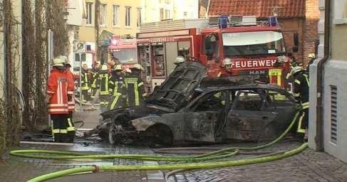 Германия: автомобиль протаранил ратушу и сгорел в помещении