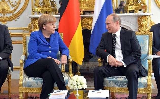 Ангела Меркель отправляется в Москву говорить об Украине. И о Польше?