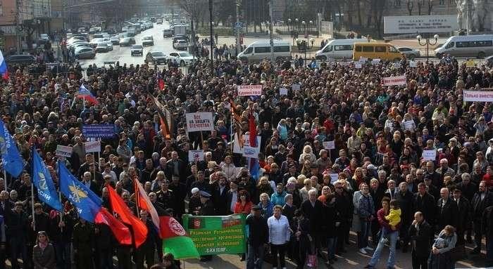 В Рязани на митинг «Мы – против терроризма» вышло более пяти тысяч человек