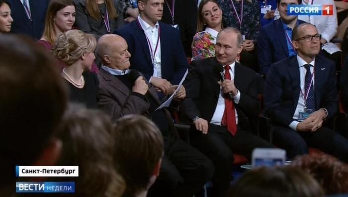 Владимир Путин в прямом эфире рассказал свой любимый анекдот и ответил на вопросы