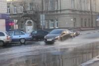 В Волжском районе Саратова в результате коммунальной аварии заливает центральные улицы