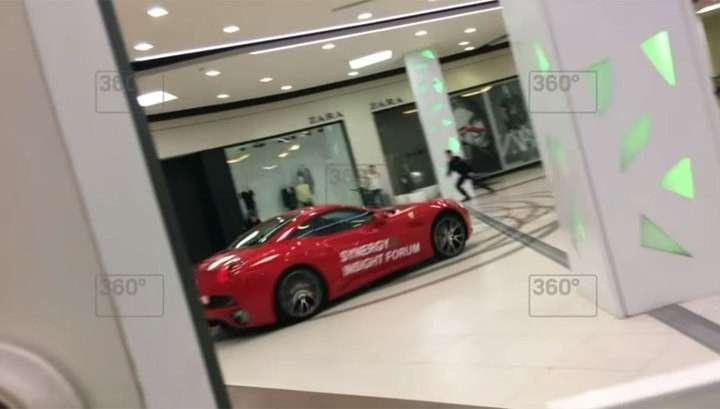 Экс-мэр Архангельска дегенерат Александр Донской устроил гонки на Ferrari по торговому центру