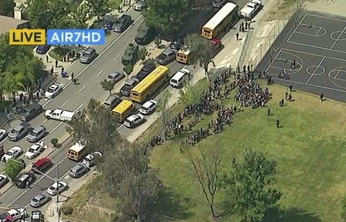 В калифорнийской школе в результате стрельбы двое взрослых погибли и двое учащихся ранены