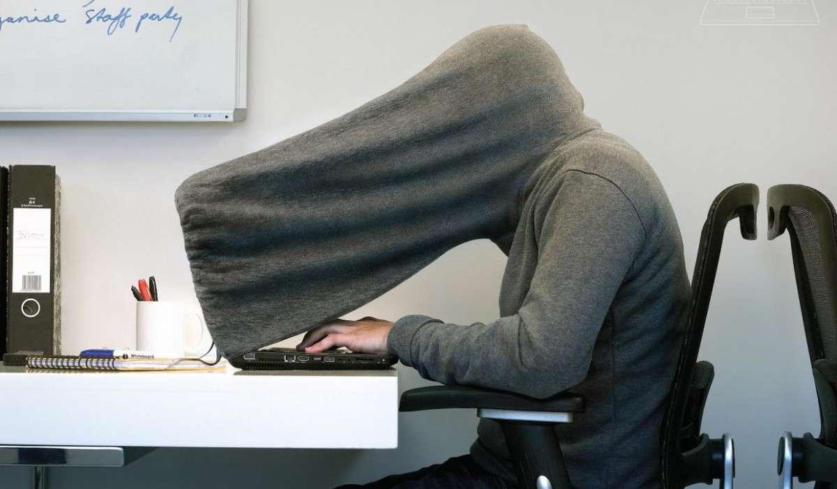 Давайте зададимся вопросом: а зачем кому-то анонимность в сети?