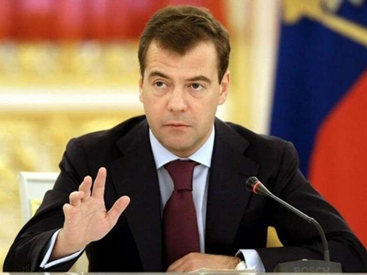 Медведев: Россия готова ввести защитные меры в промышленных отраслях