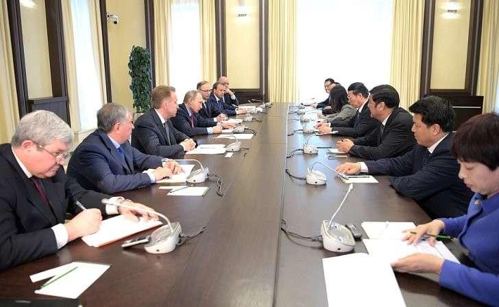 Владимир Путин провёл встречу сПервым заместителем Премьера Госсовета Китая Чжан Гаоли
