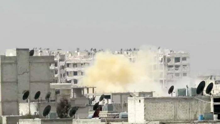 После авиаудара коалиции по складу оружия ИГИЛ пошел желтый дым