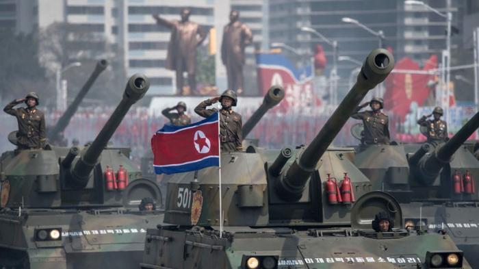 Ким Чен Ын и новые ракеты КНДР: в Пхеньяне прошёл грандиозный военный парад