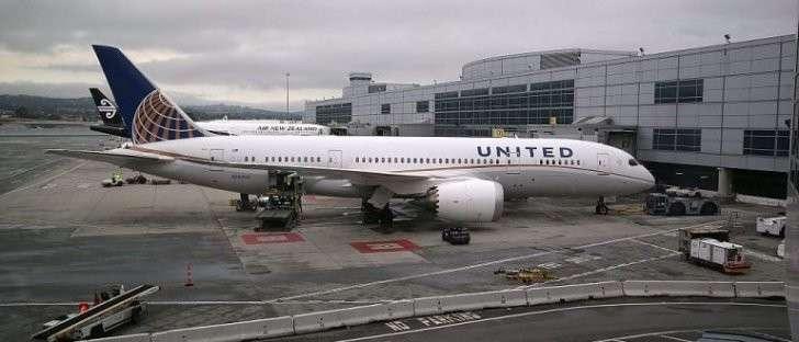Россия запретила проход через своё воздушное пространство рейсу United Airlines. На  борту обнаружен странный вирус.