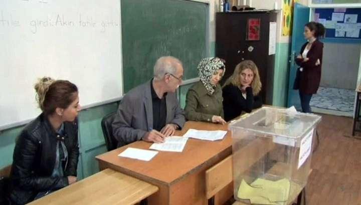 В Турции начался референдум о переходе к президентской форме правления