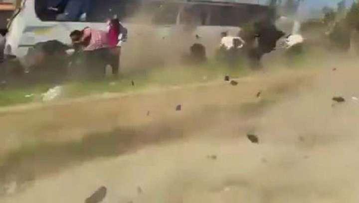 Момент подрыва автобусов в Алеппо попал на видео. Погибли 96 человек
