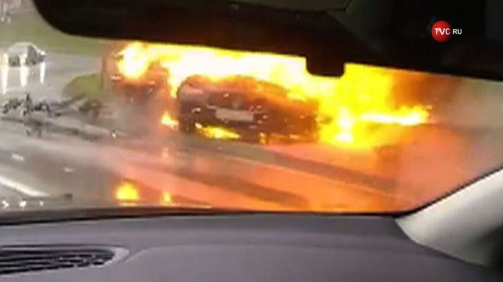 Очередной гонщик спалил Мазерати в центре Москвы и сам сгорел