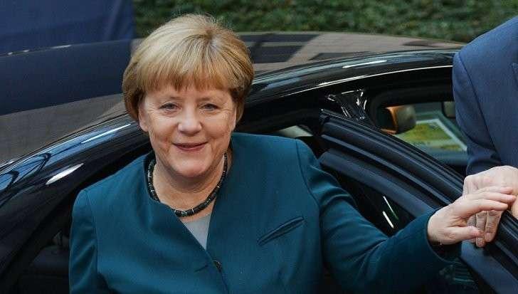 Зачем хитро-лживая Меркель внезапно спешит в Россию?