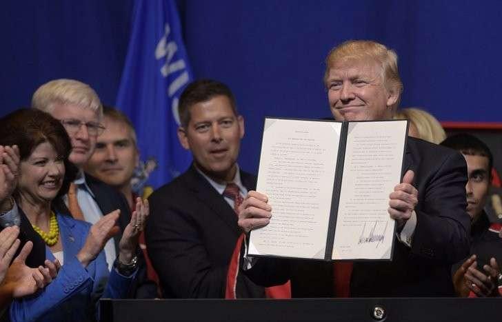 Дональд Трамп ударил по глобалистким ТНК: подписал указ о поддержке национального производства