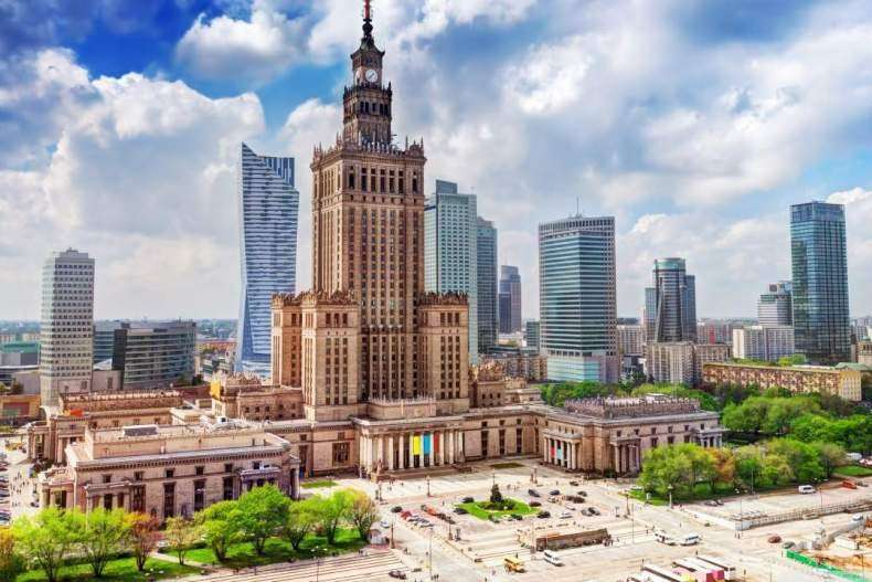 Варшава: чисто, безлюдно, просторно – ни друзей, ни врагов не видать