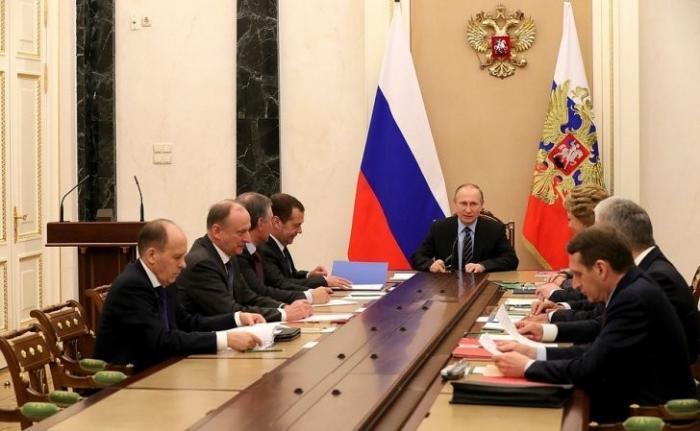Владимир Путин провёл оперативное совещание счленами Совета Безопасности