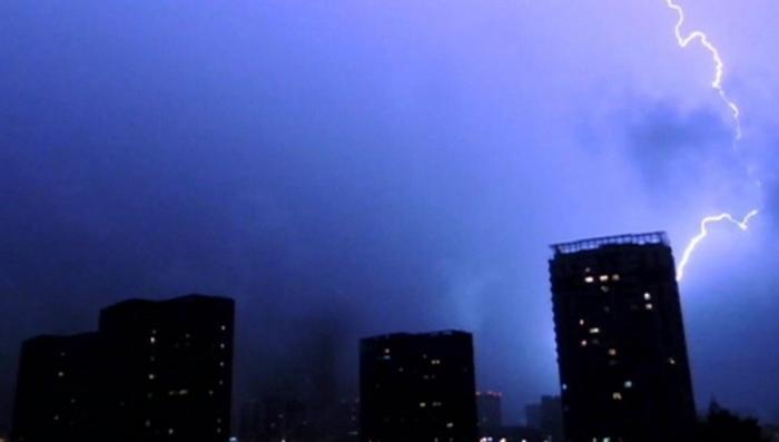 В Москве объявлено штормовое предупреждение. В ближайшие часы ждут усиления ветра до 20 м/с