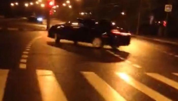Безмозглый стритрейсер продемонстрировал свою тупость в сети Instagram