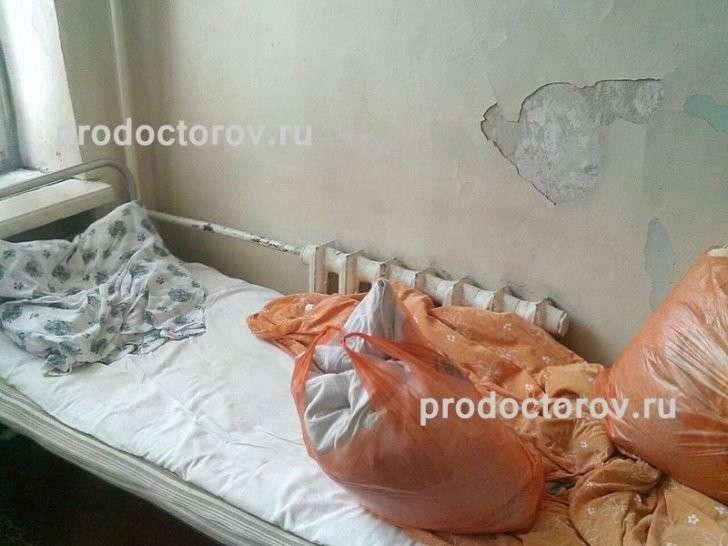 В больнице Новокузнецка берут на анализ кровь на кухонном столе