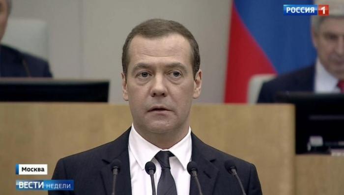 Дмитрий Медведев хочет помочь тем, кто мало зарабатывает