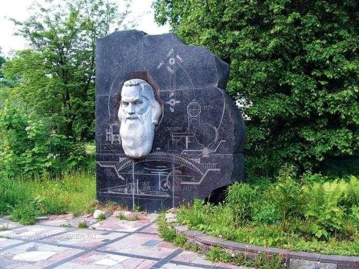 Памятник Ивану Кулибину в Нижнем Новгороде   Фото: top-antropos.com