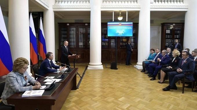 Владимир Путин провёл встречу счленами Совета законодателей