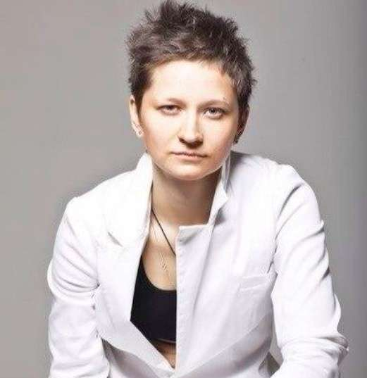 лесбиянка Алевтина Крупнова