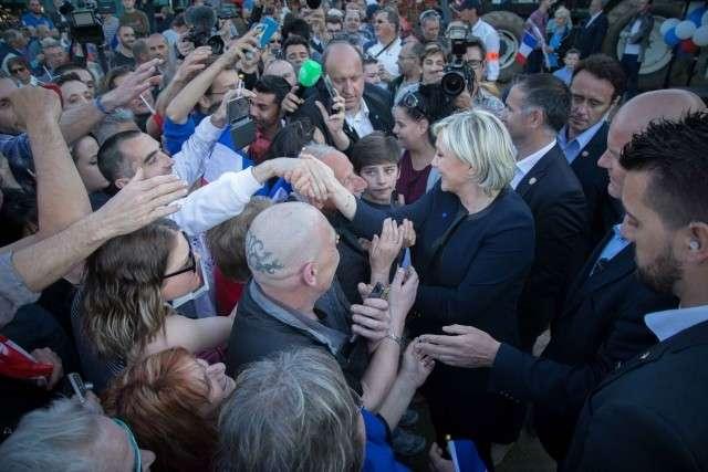 Марин Ле Пен на встрече с избирателями