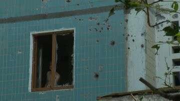 Донецк после обстрела: испуганные жители, выбитые окна и дыры в домах