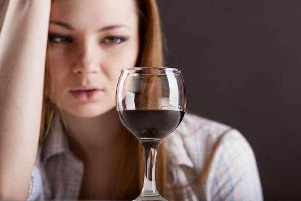 Женский алкоголизм опаснее мужского. Почему? Узнали учёные