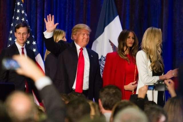Джаред Кушнер (слева) с семьёй Трампов, 2016