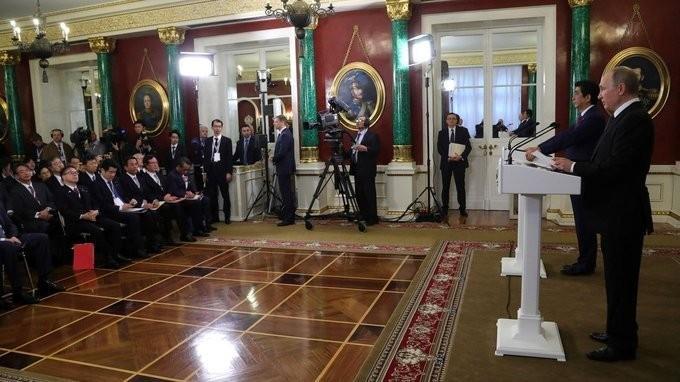Владимир Путин и Премьер-министр Японии Синдзо Абэ сделали заявления для прессы