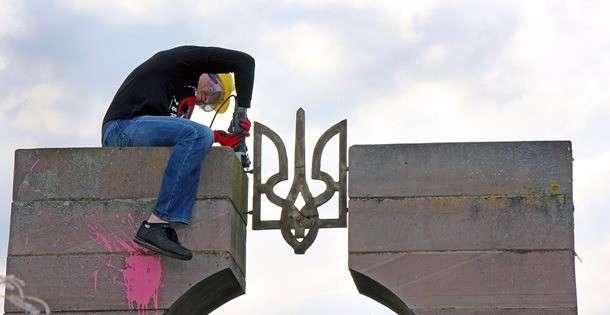 В Польше официально разобрали памятник палачам из УПА