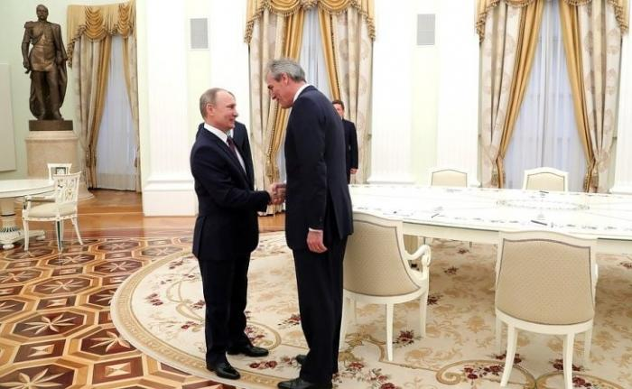 Владимир Путин встретился сглавой нефтегазового концерна «ОМФау» Райнером Зеле