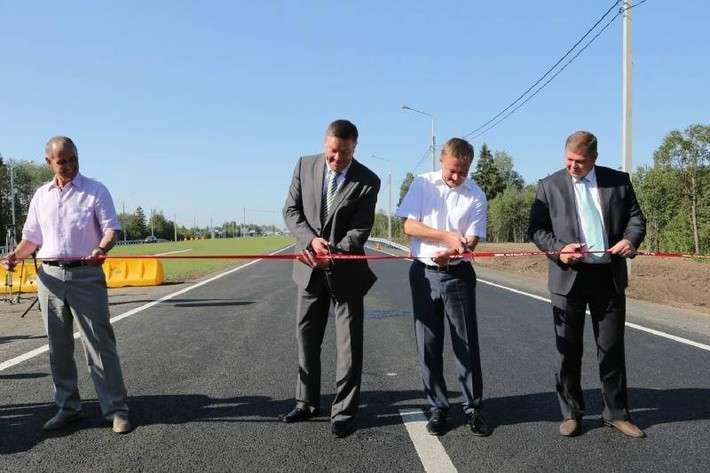 В Вологодской области почти на год раньше открыли участок трассы М-8 Холмогоры