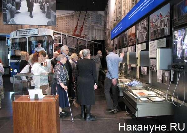 Ельцин – предатель! Не простим! – В «Ельцин-центре» побывали бывшие узники концлагерей