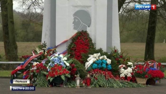 В Польше власти начали декоммунизацию, но ветераны не дают забыть подвиг советских солдат