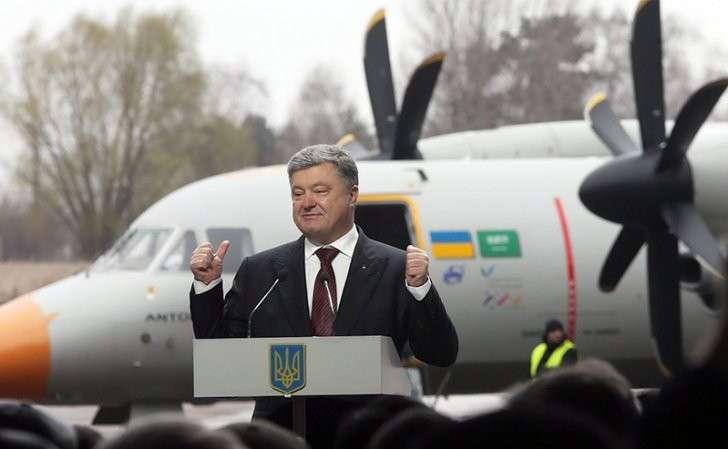 Порошенко счастлив: «Деньги Януковича» пойдут не на патроны, а ему в карман