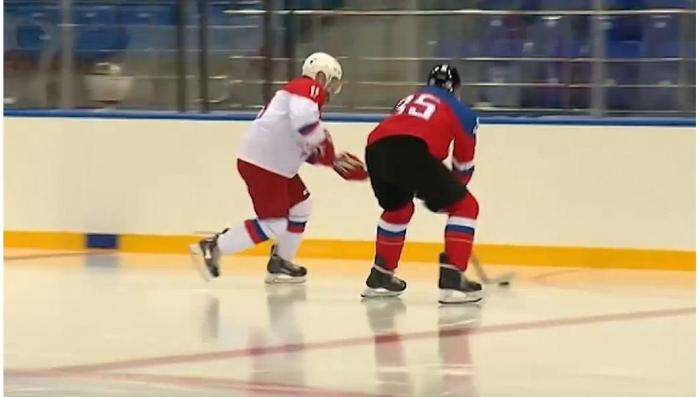 Владимир Путин провел хоккейную тренировку в Сочи на олимпийском стадионе «Шайба»